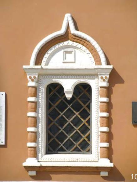 窗口均为简单的欧式拱形窗