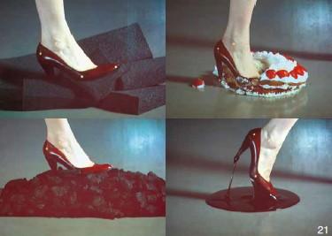 穿高跟鞋的女子走过不同的材质图21