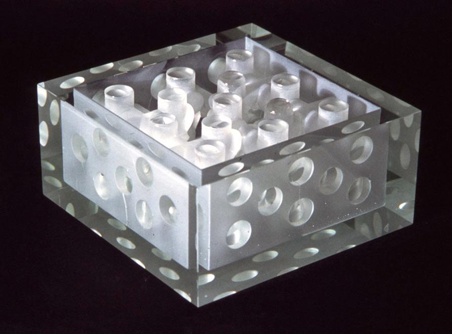 空间——斯蒂文·温伯格在20世纪晚期的玻璃艺术创作