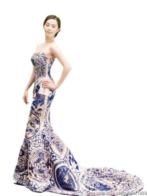 郭培为范冰冰设计的青花瓷礼服